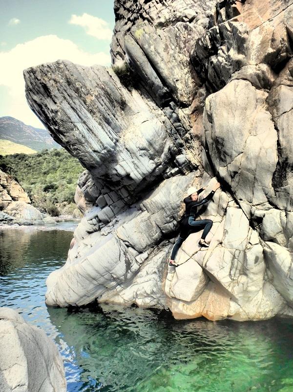 Escalade deep water solo