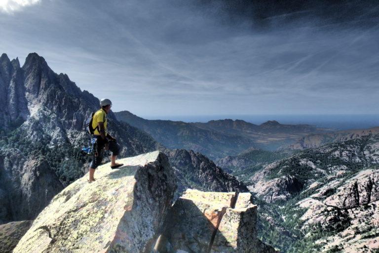 Escalade Longues voies en Montagne au départ de Calvi, en trad ou en équipée